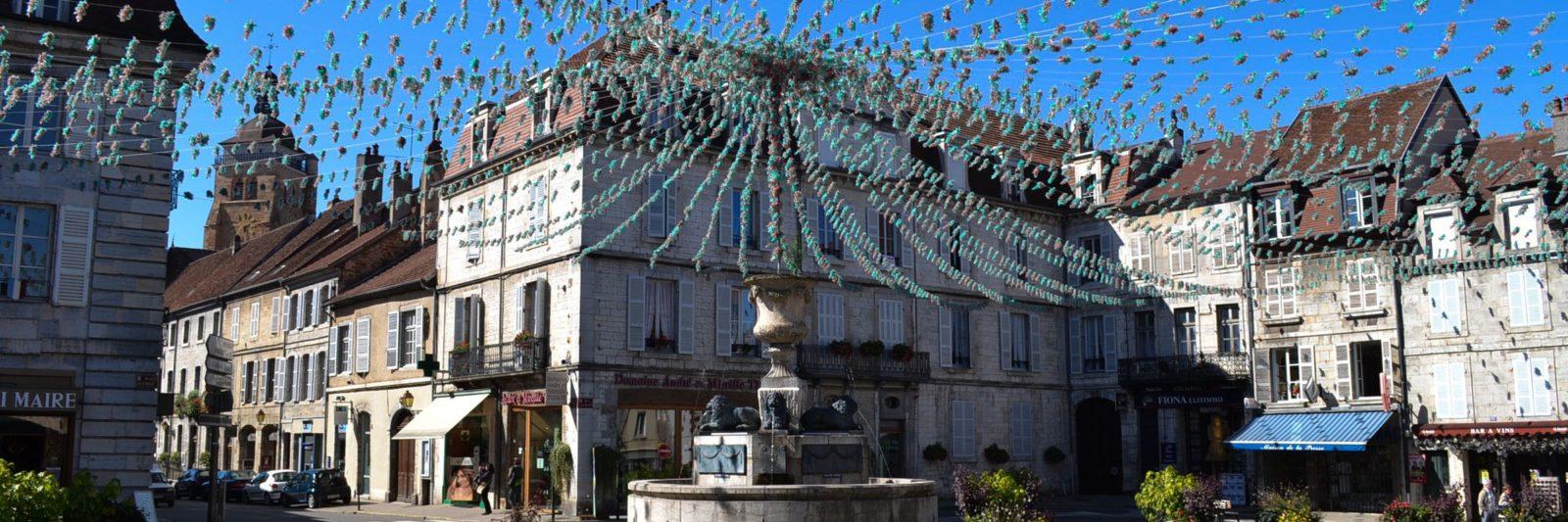 Place de la liberté à Arbois